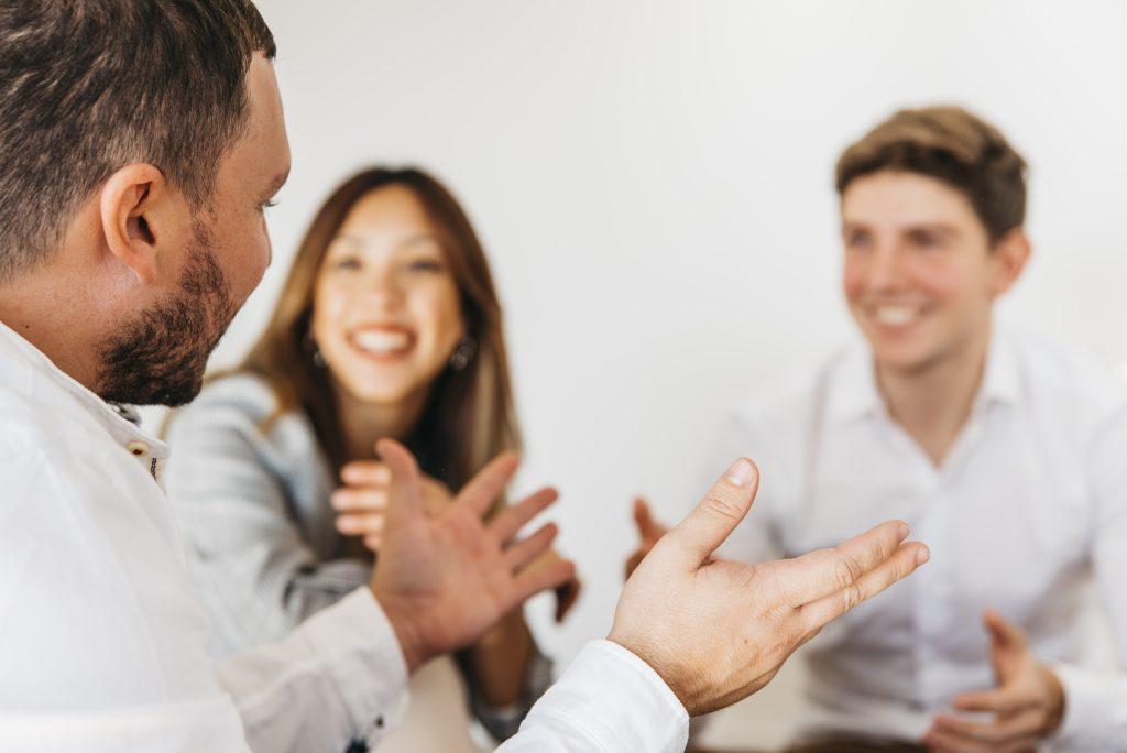 Conversaciones jovenes THE ECONOMIST ISIC